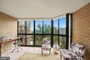 Sunroom with treetop views - 1600 N OAK ST #525, ARLINGTON