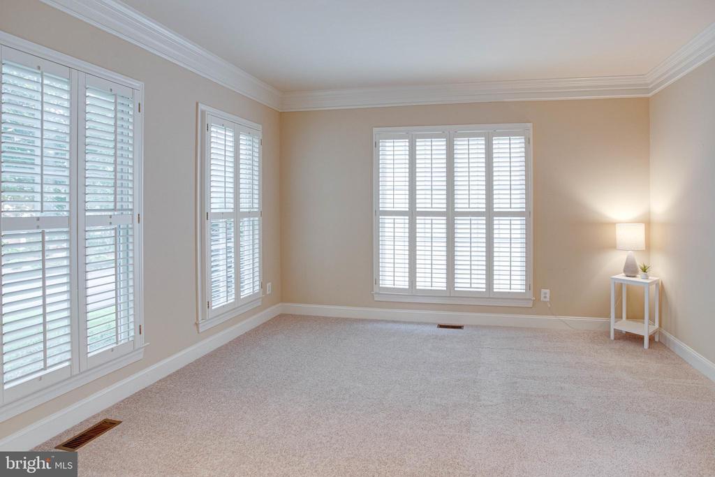 Fabulous sitting room with plantation shutters - 4525 MOSSER MILL CT, WOODBRIDGE