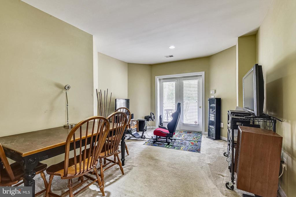 Walk out lower level - 19186 CHARANDY DR, LEESBURG