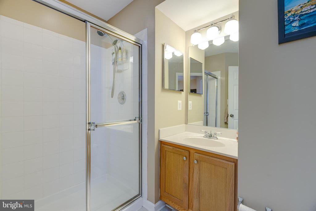 2nd Bathroom - 635 CONSTELLATION SQ SE #G, LEESBURG
