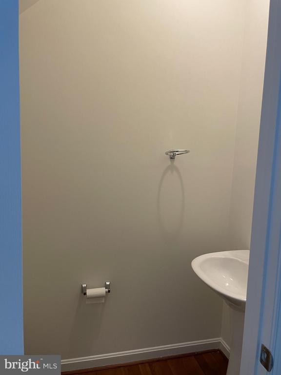 Half bath - 45677 LIVINGSTONE STATION ST, STERLING