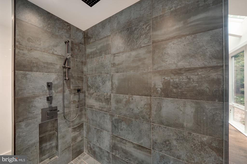Walk-In Shower with Glass Surround 3 - 6649 VAN WINKLE DR, FALLS CHURCH