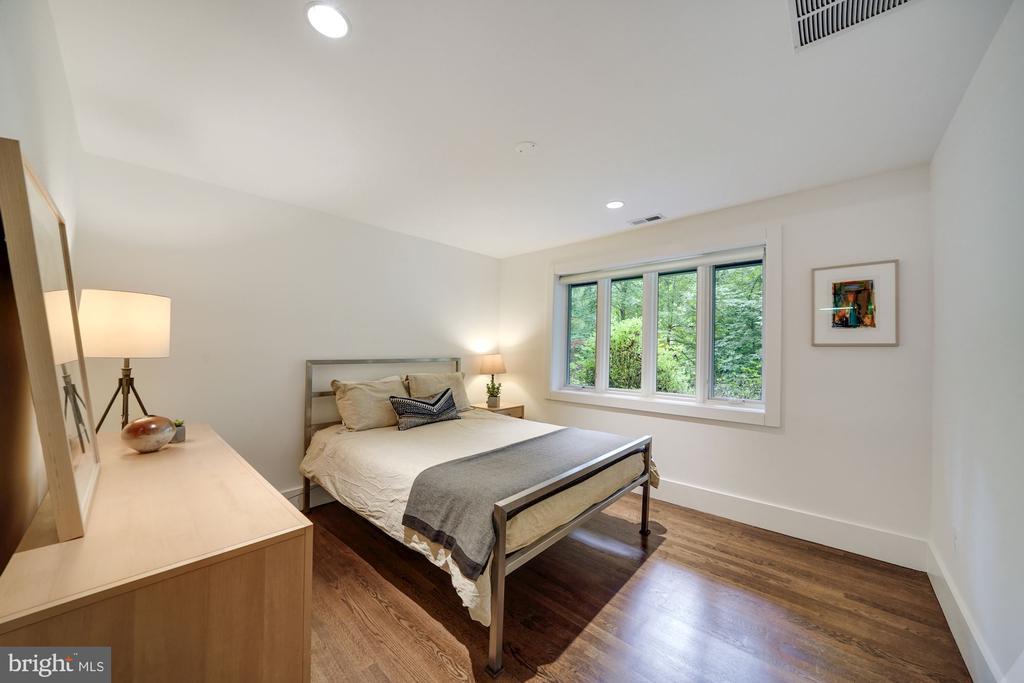 Main Level Bedroom One - 6649 VAN WINKLE DR, FALLS CHURCH
