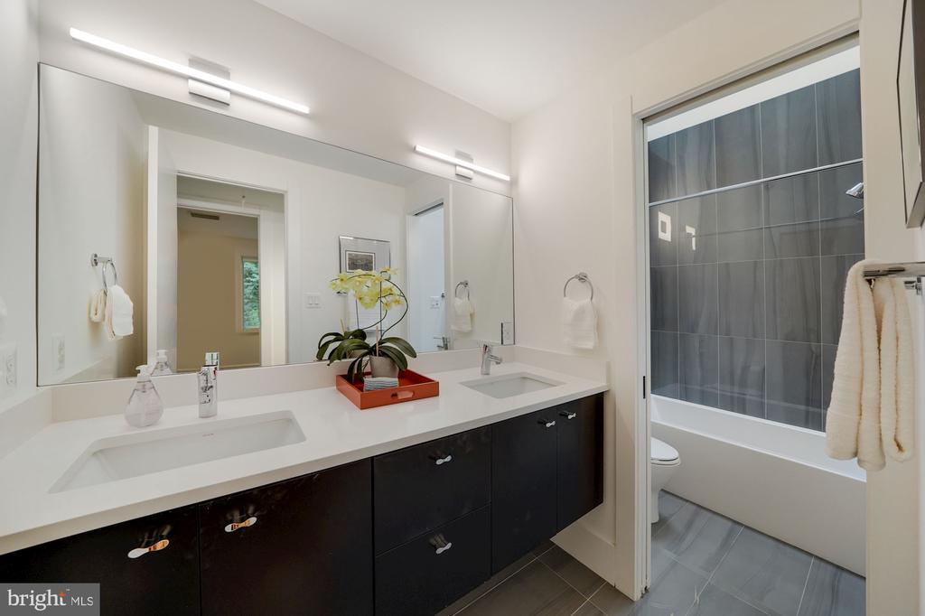 Main Level Full Hall Bath with Double Sink Vanity - 6649 VAN WINKLE DR, FALLS CHURCH