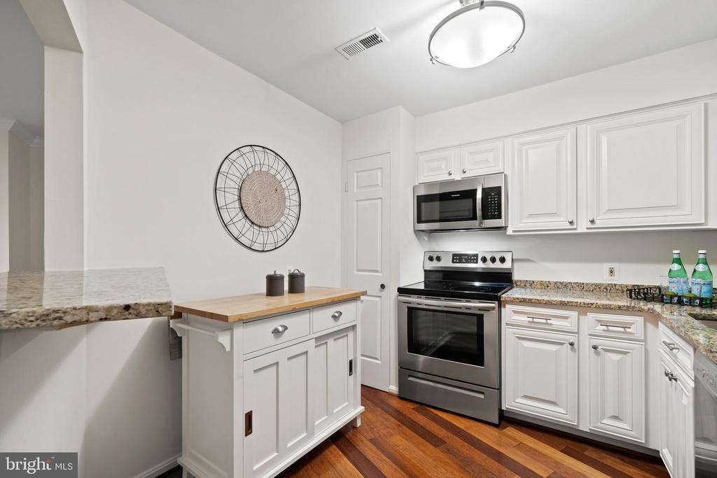 Updated Kitchen - 1234 N QUINN ST #1234, ARLINGTON