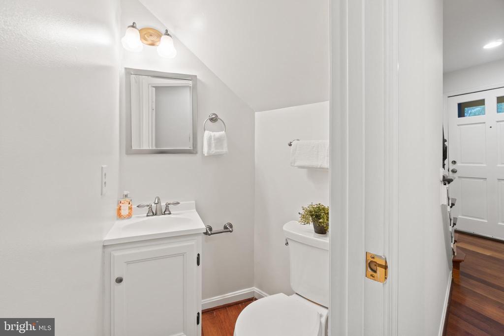 Main level powder room - 1234 N QUINN ST #1234, ARLINGTON