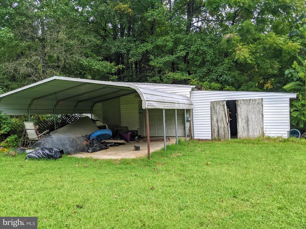 Mini Hay Barn w/ Garage and Carport - 11291 PINE HILL RD, KING GEORGE