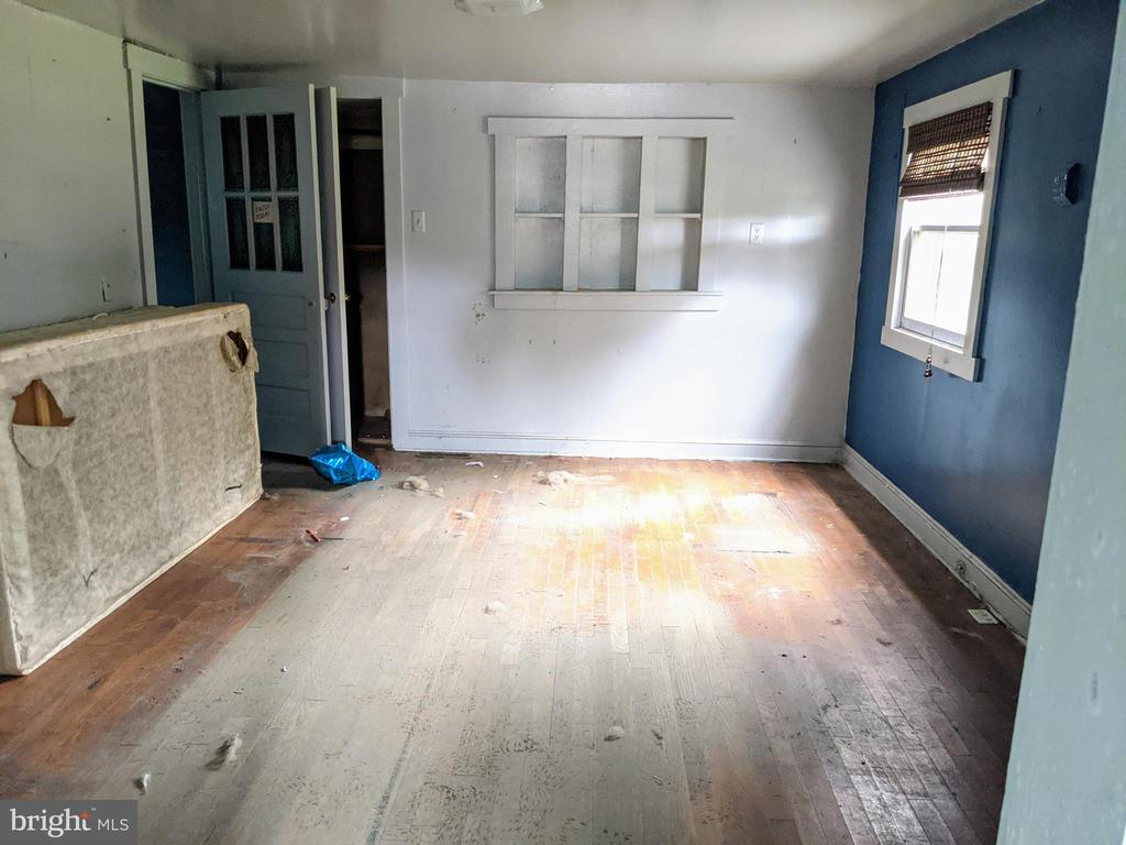 Living Room w/ Hardwood floors - 11291 PINE HILL RD, KING GEORGE
