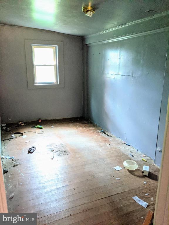 Bedroom 2 w/ Wood Floors - 11291 PINE HILL RD, KING GEORGE