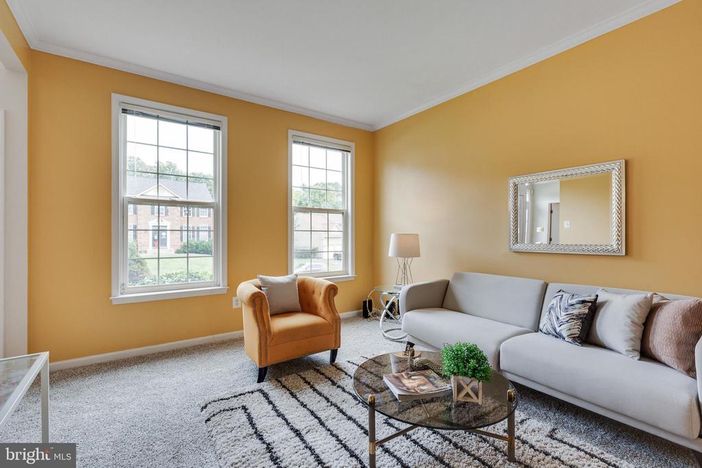 Spacious Living Room w/Lots of Natural Lighting - 7617 STRATFIELD LN, LAUREL