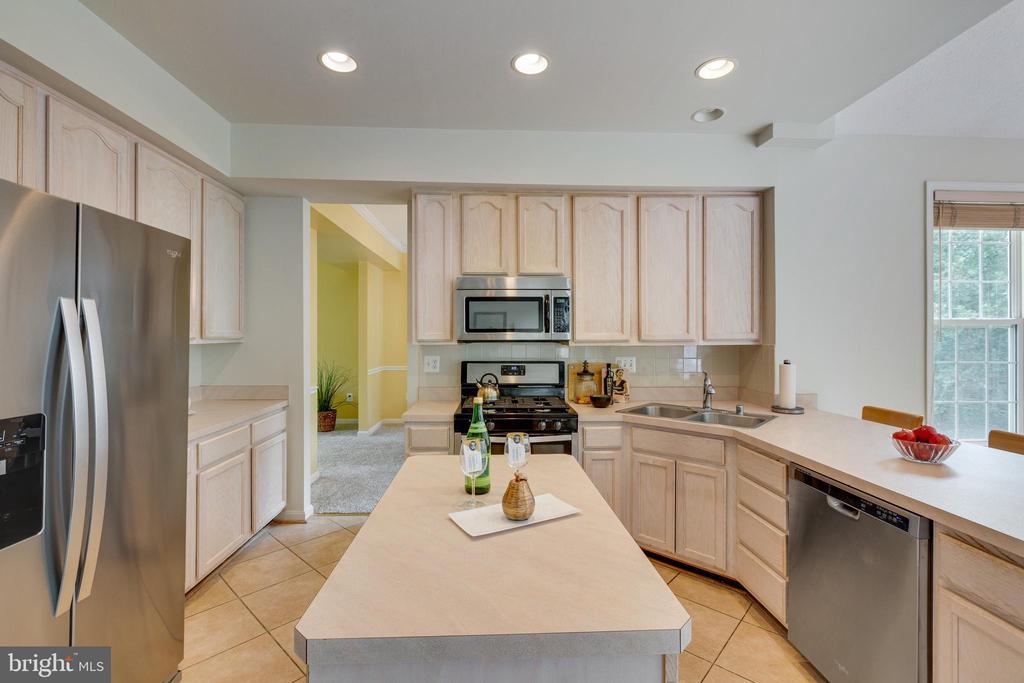 Kitchen w/Updated Stainless Steel Appliances - 7617 STRATFIELD LN, LAUREL