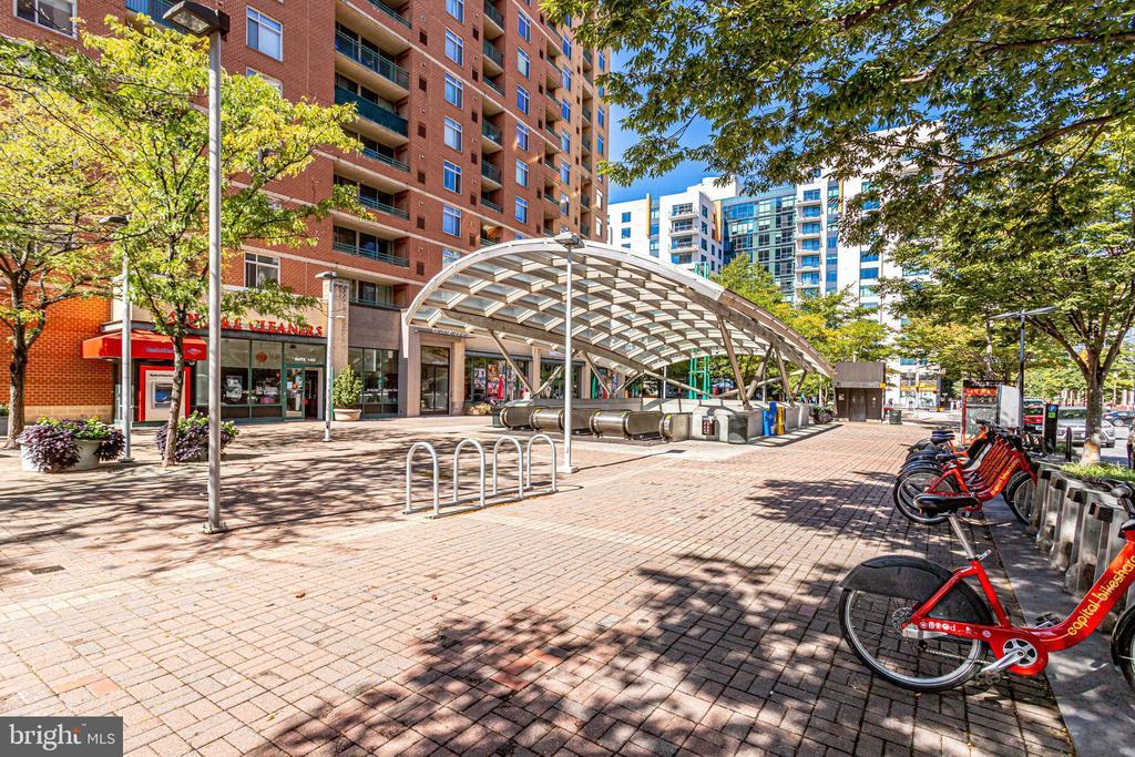Virginia Square Metro - across the street - 901 N MONROE ST #1501, ARLINGTON