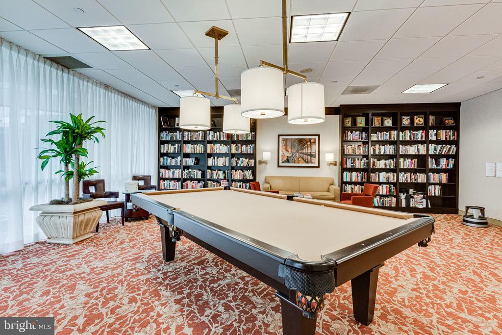 Library and Billiards Room - 901 N MONROE ST #1501, ARLINGTON