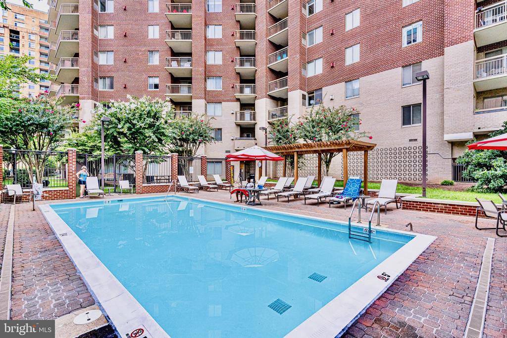 Pool - 901 N MONROE ST #1501, ARLINGTON