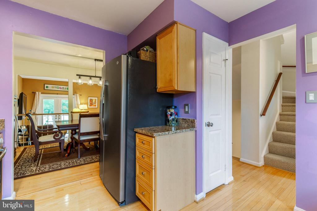 Pantry for additional storage - 7157 LAKE COVE DR, ALEXANDRIA