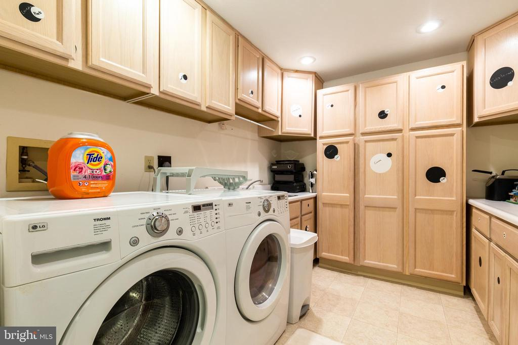 Separate laundry Room w/ LOTS of storage! - 7157 LAKE COVE DR, ALEXANDRIA