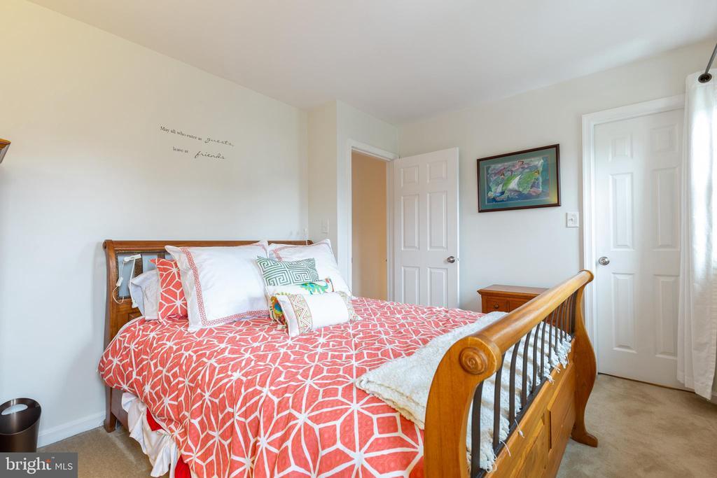 2nd bedroom w/ walk-in closet - 7157 LAKE COVE DR, ALEXANDRIA