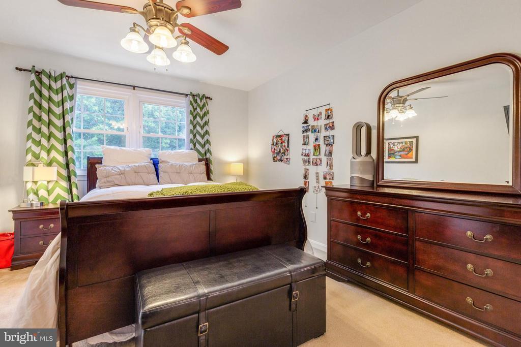 Primary Bedroom w/ NEW walk-in closet! - 7157 LAKE COVE DR, ALEXANDRIA