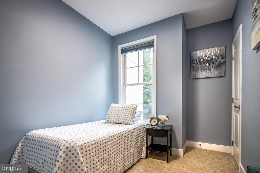 3rd bedroom - can be used as a bedroom or office! - 1418 N RHODES ST #B-112, ARLINGTON
