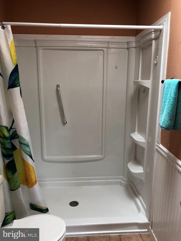 Main level full bath - 4 DONALDS LN, MOUNT AIRY