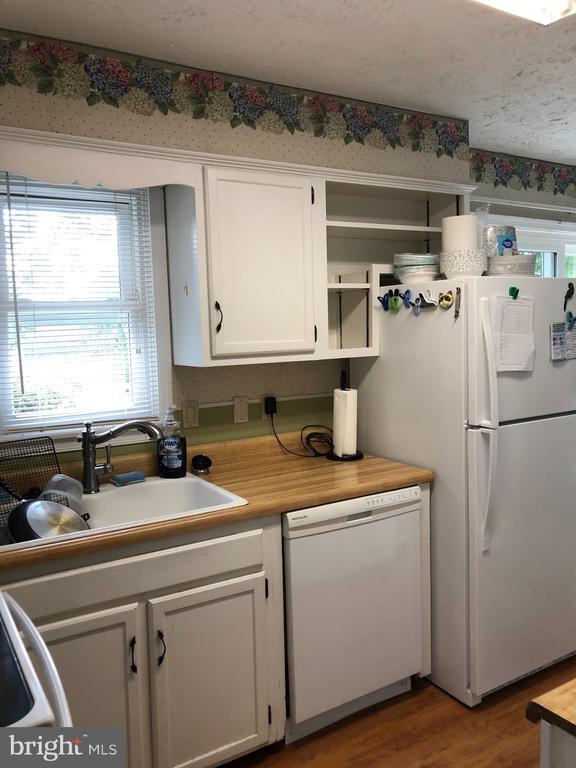 Nice kitchen - 4 DONALDS LN, MOUNT AIRY