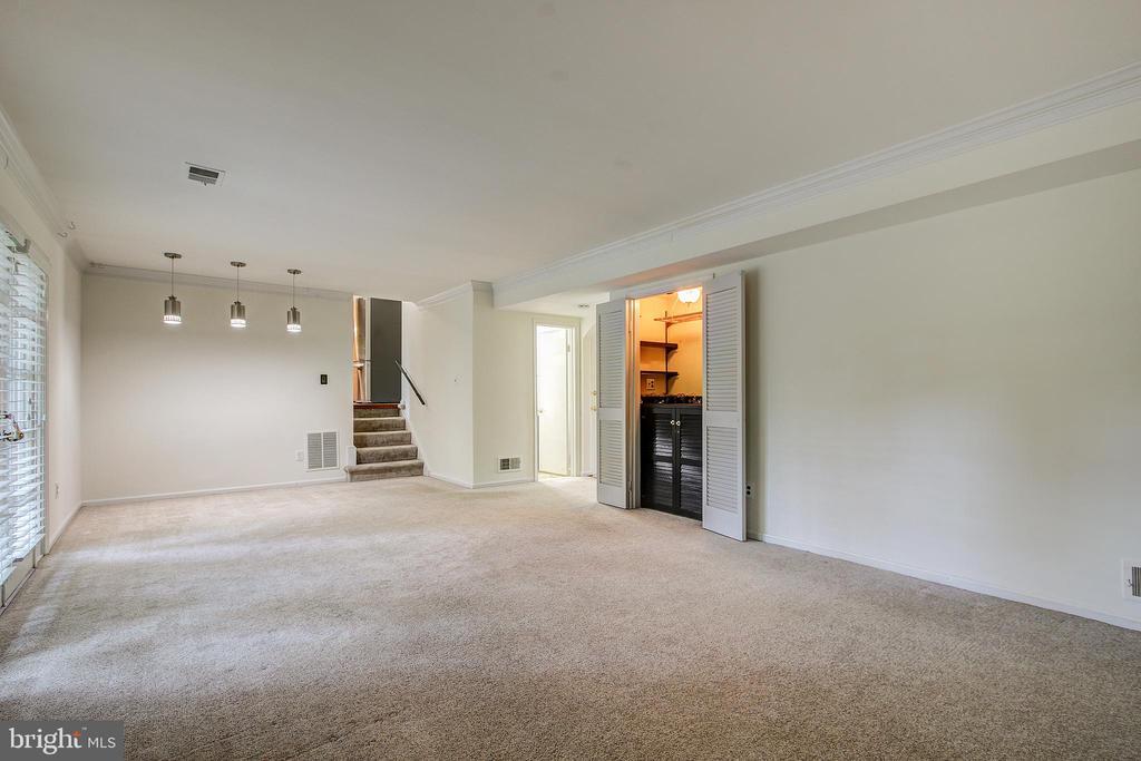 Family Room Main Level - 14136 CRICKET LN, SILVER SPRING
