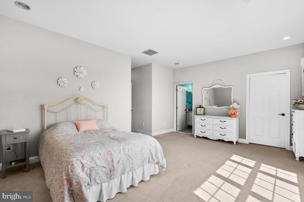Bedroom #3. Luxury carpet and recessed lights. - 17566 TOBERMORY PL, LEESBURG