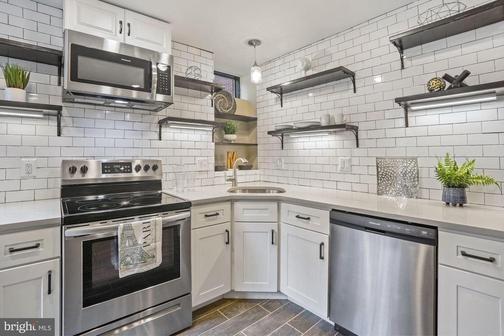 Quartz Counters, Subway Tile and Task Lighting - 402 U ST NW, WASHINGTON