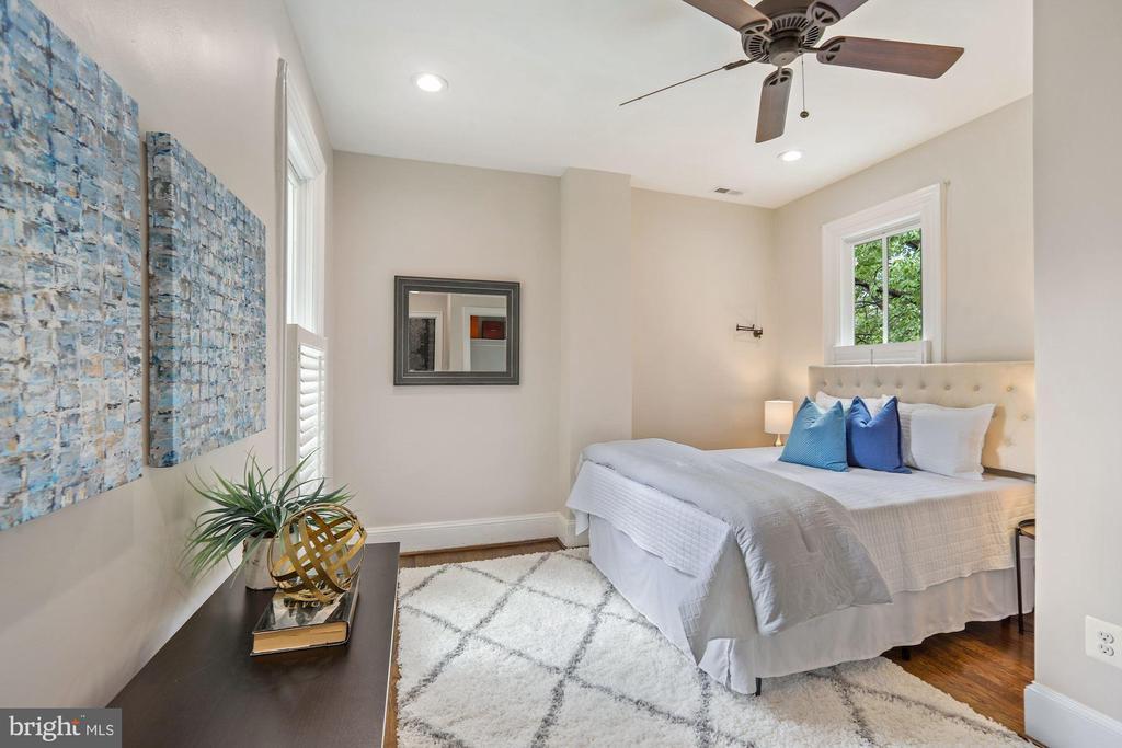Middle Bedroom - 402 U ST NW, WASHINGTON