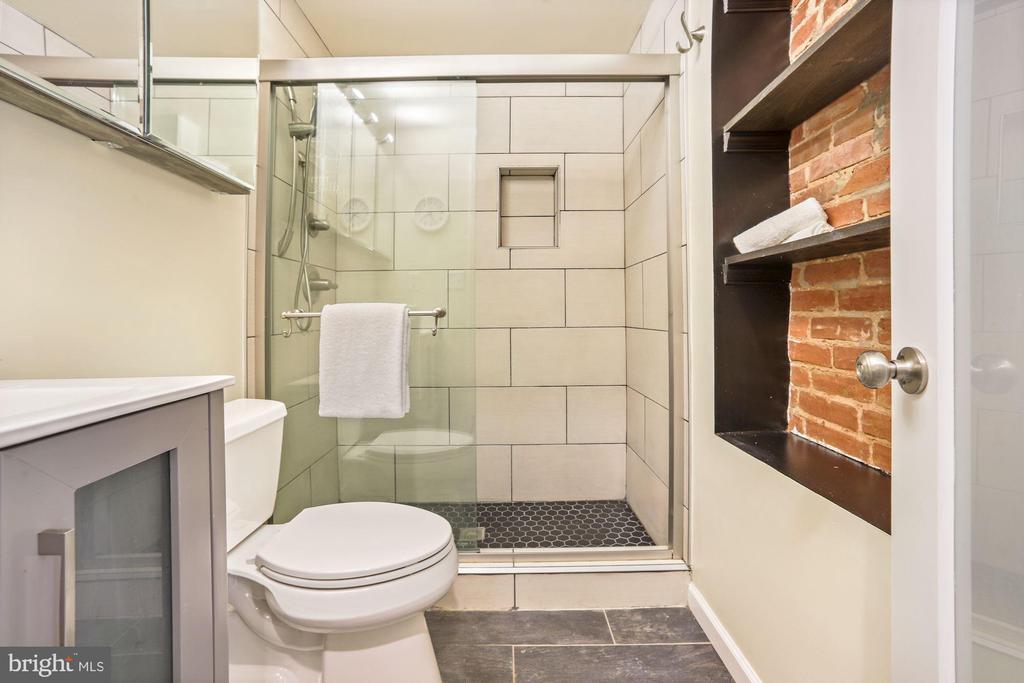 Ceramic Tile Bathroom - 402 U ST NW, WASHINGTON