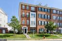 End unit, ground level, townhouse style condo - 23542 HOPEWELL MANOR TER, ASHBURN