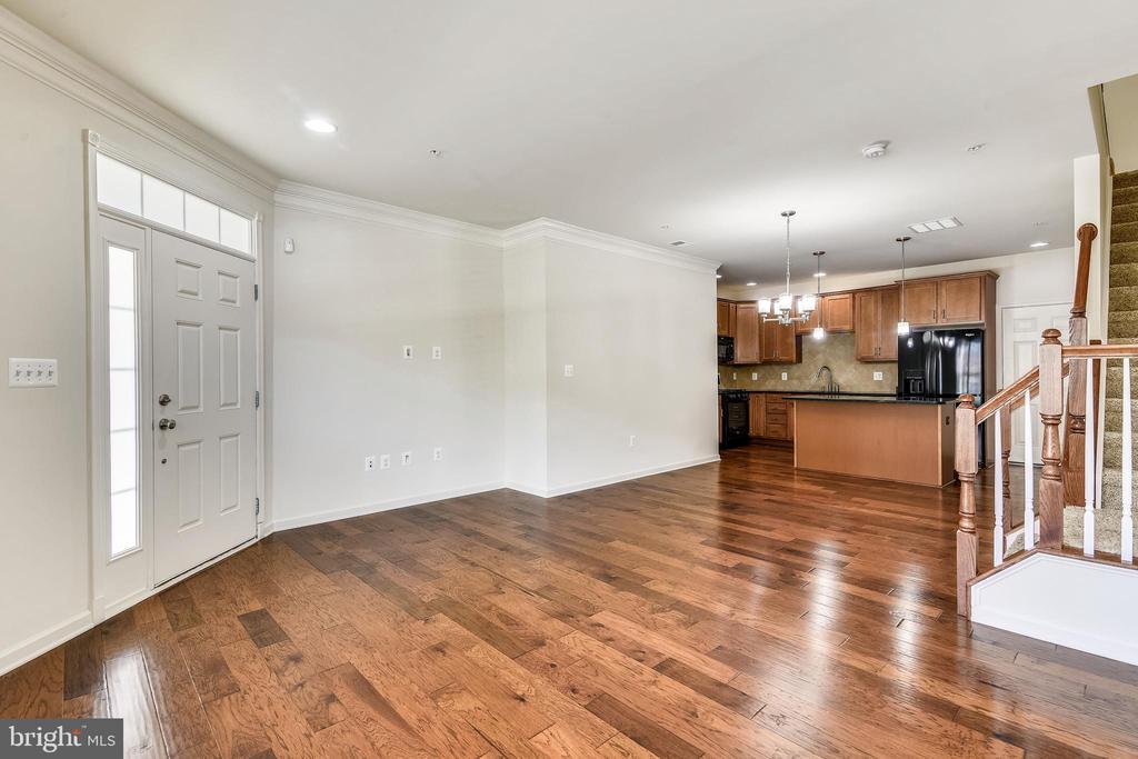 Beautiful hardwood flooring - 23542 HOPEWELL MANOR TER, ASHBURN
