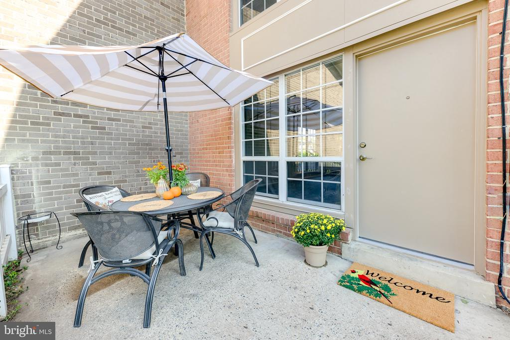 Spend your time outside on this peaceful patio - 1967 KENNEDY #1967, MCLEAN