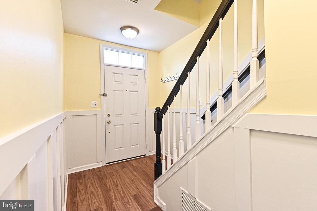 Entry Hallway with view to Front Door - 42791 SMALLWOOD TER, CHANTILLY