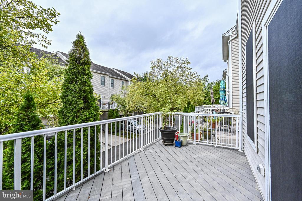 Large Deck for entertaining - 42791 SMALLWOOD TER, CHANTILLY