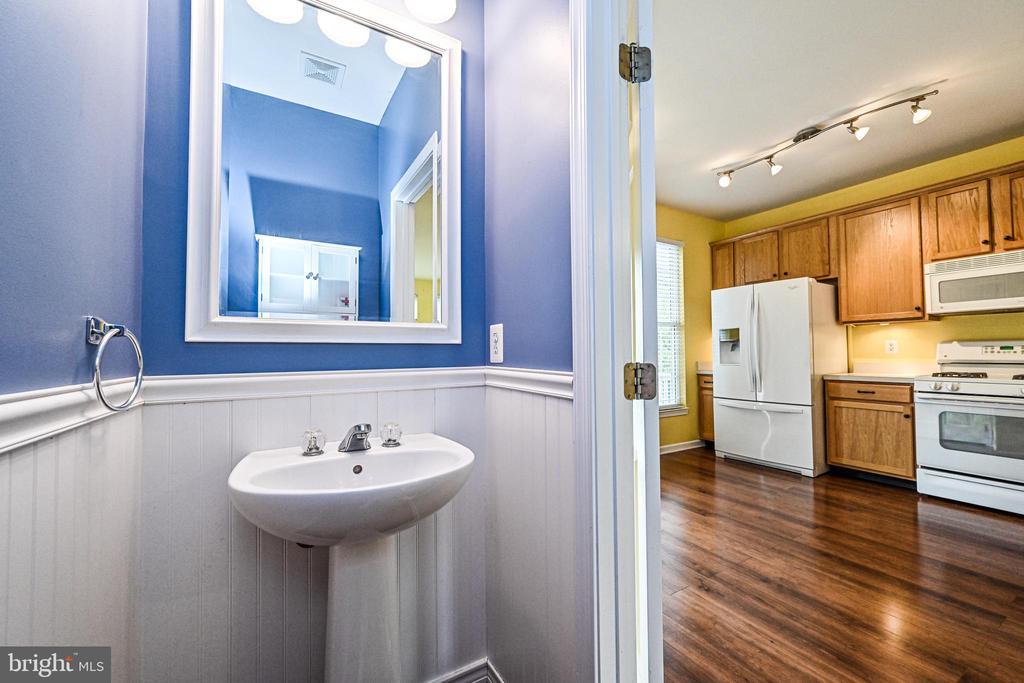 Main Floor Powder Room - 42791 SMALLWOOD TER, CHANTILLY