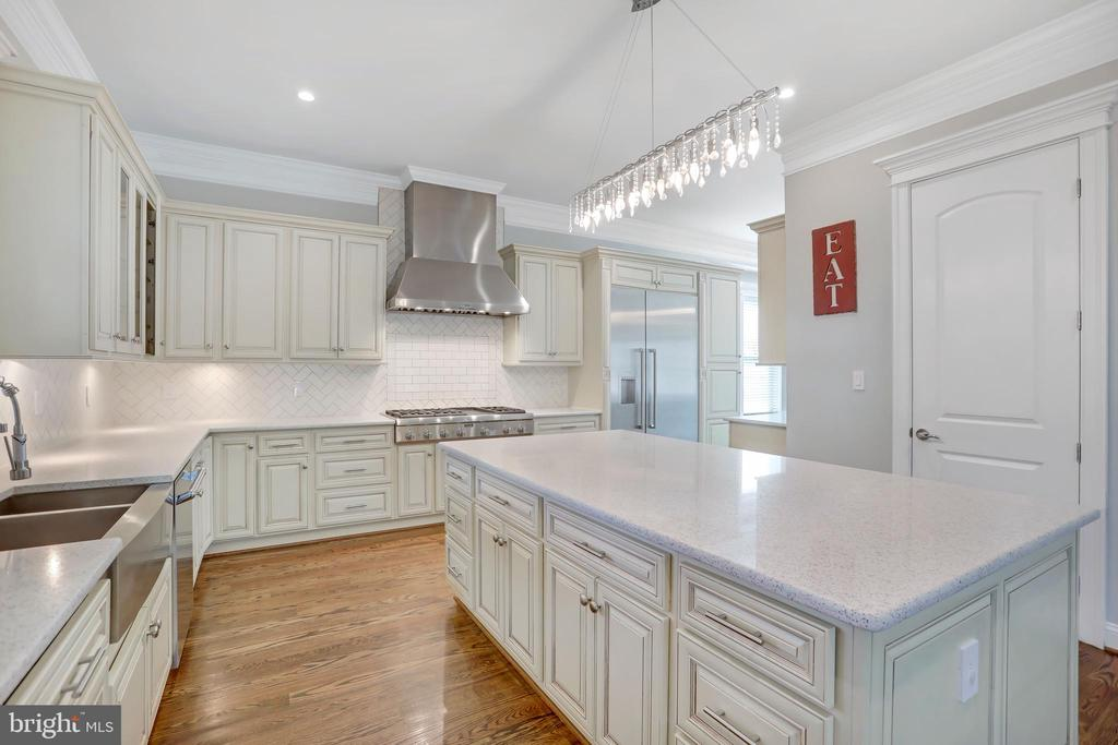 Recessed and Custom Lighting Throughout - 3122 NORTHWOOD RD, FAIRFAX