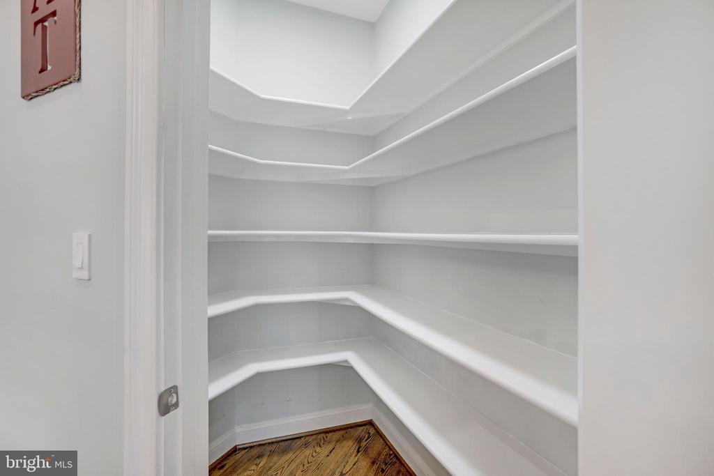 So Much Pantry Storage - 3122 NORTHWOOD RD, FAIRFAX
