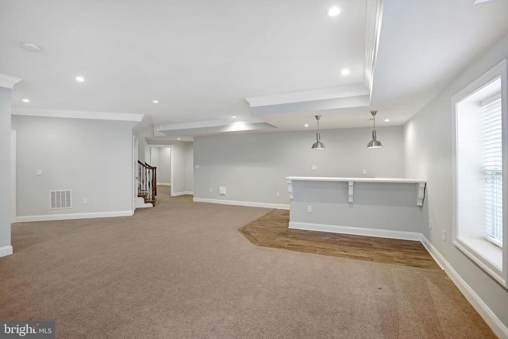 Plenty of Space for Family and Friends - 3122 NORTHWOOD RD, FAIRFAX