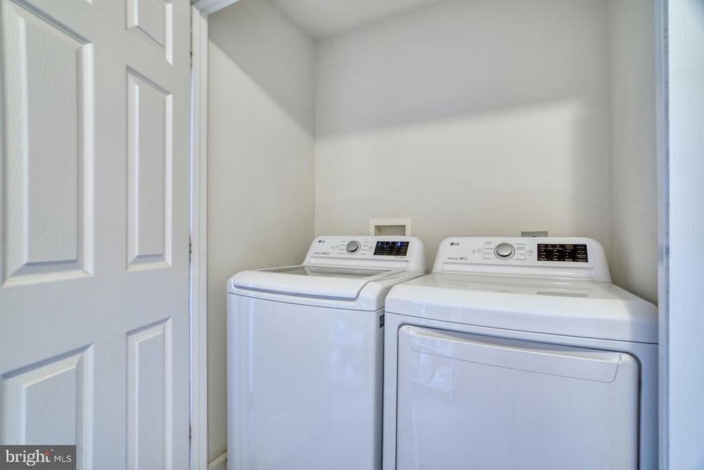 Laundry on living level! - 2020 N ROOSEVELT ST, ARLINGTON