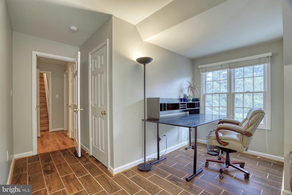 Au-pair/Inlaw Suite over Garage with office area - 2020 N ROOSEVELT ST, ARLINGTON