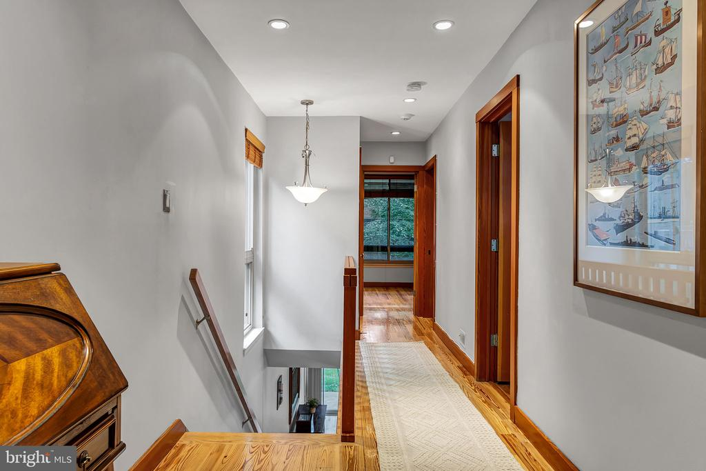 Hardwood floors throughout the home - 1733 S HAYES ST #A-1, ARLINGTON