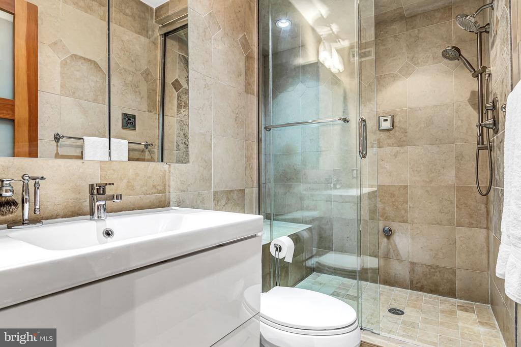 Primary Bathroom with shower steamer - 1733 S HAYES ST #A-1, ARLINGTON