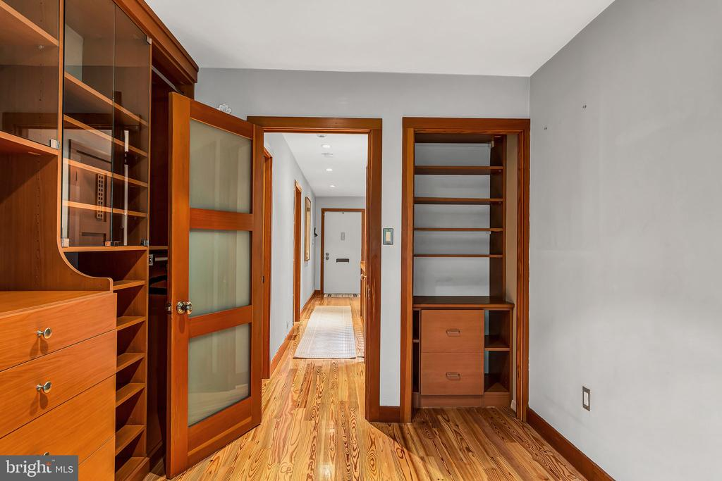 Bedroom #2 with custom built-ins and closet - 1733 S HAYES ST #A-1, ARLINGTON