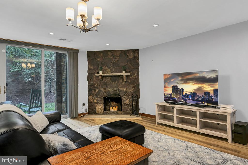 Living room with wood-burning fireplace - 1733 S HAYES ST #A-1, ARLINGTON