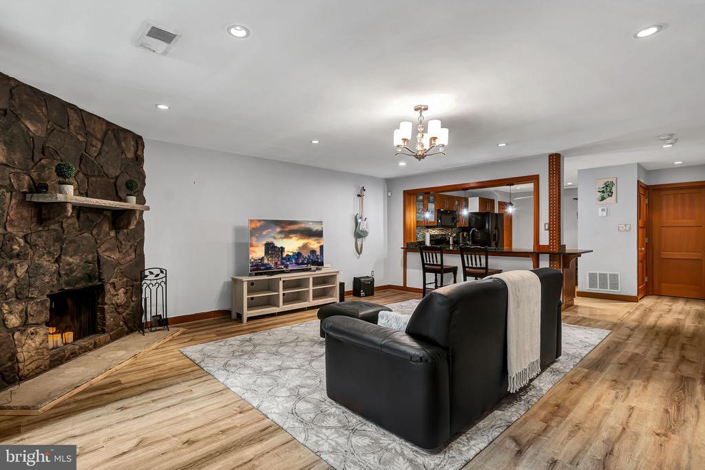 Living room - 1733 S HAYES ST #A-1, ARLINGTON