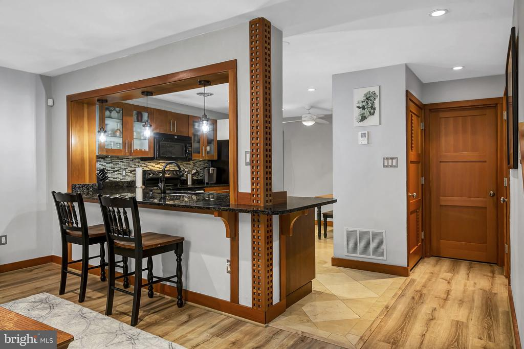 Kitchen with breakfast bar - 1733 S HAYES ST #A-1, ARLINGTON