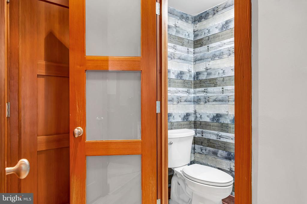 Powder room and laundry on the lower level - 1733 S HAYES ST #A-1, ARLINGTON