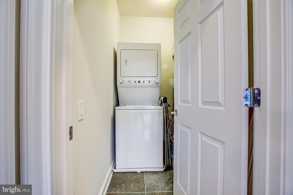 Washer & dryer convey! Tile flooring plus shelving - 238 LONG POINT DR, FREDERICKSBURG