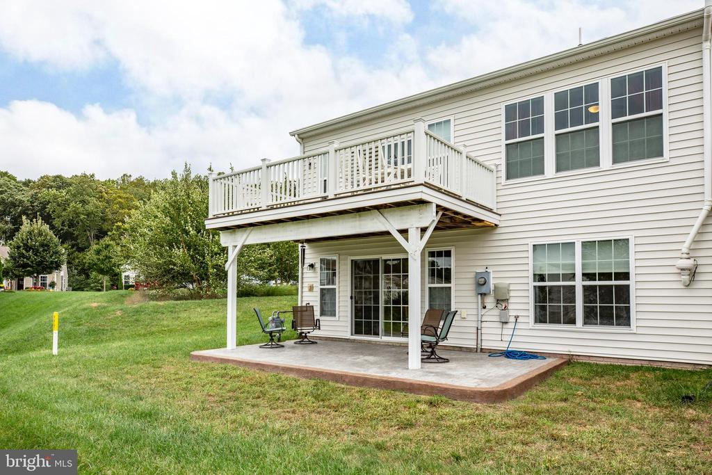 Extra green space, parking & mail by this home! - 238 LONG POINT DR, FREDERICKSBURG